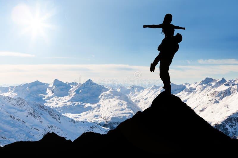 Пары на верхней части горы снега стоковое фото
