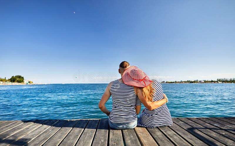 Пары на озере Issyk Kul стоковые фото