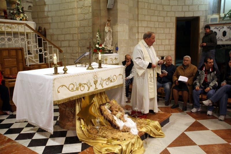 Пары от во всем мире приведенные для того чтобы возобновить их зароки свадьбы, Cana стоковое изображение rf
