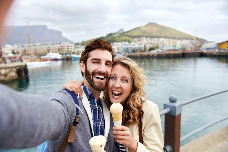 Пары перемещения Selfie стоковые изображения