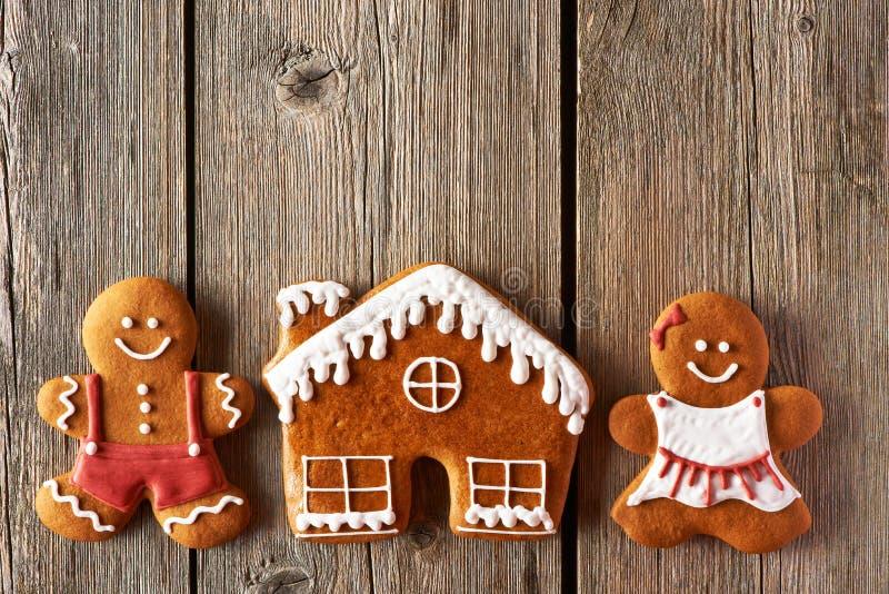 Пары пряника рождества и печенья дома стоковое фото