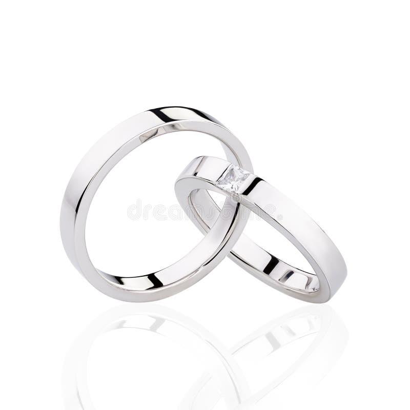 Пары серебряных обручальных колец изолированных на белой предпосылке стоковые фото