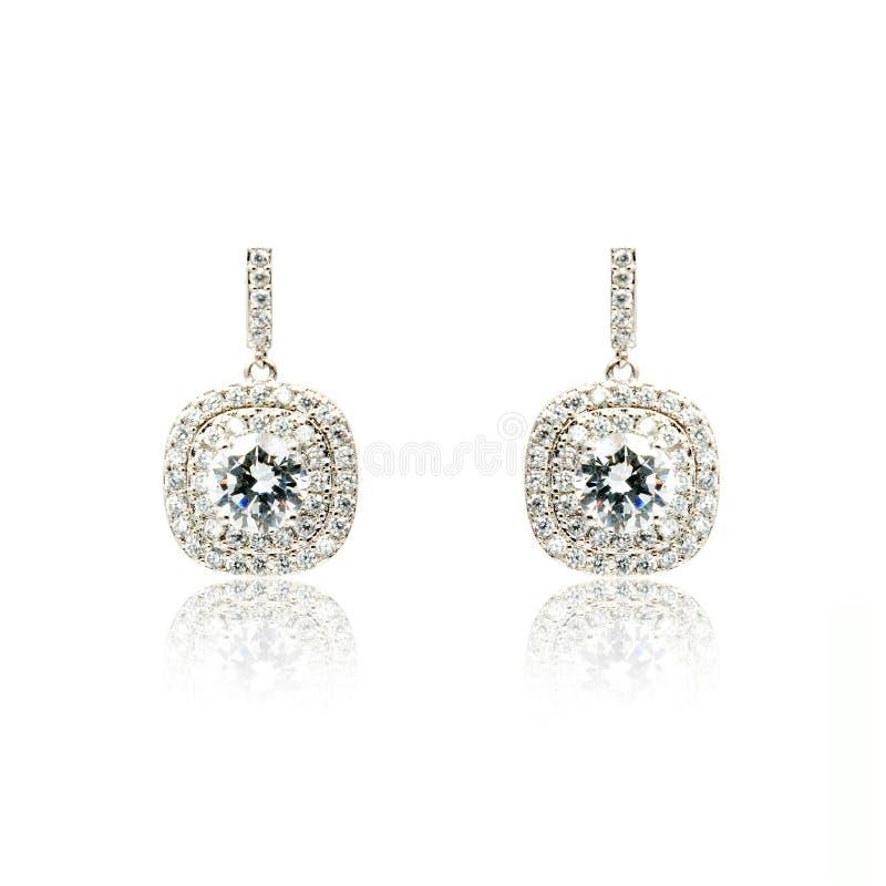 Пары серебряных серег диаманта изолированных на белизне стоковые изображения rf