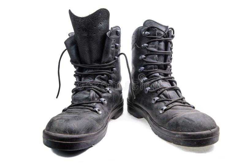 Пары старых воинских ботинок стоковое изображение