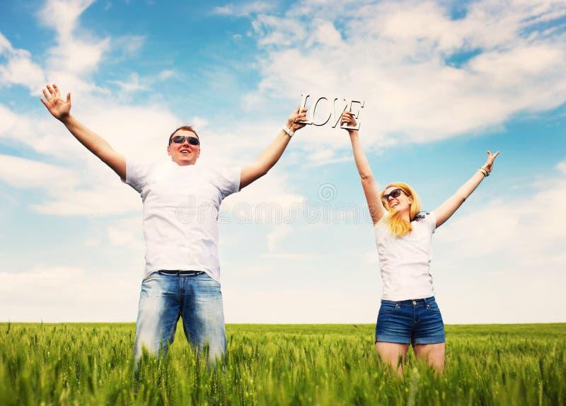 Download пары счастливые стоковое фото. изображение насчитывающей пары - 41662788