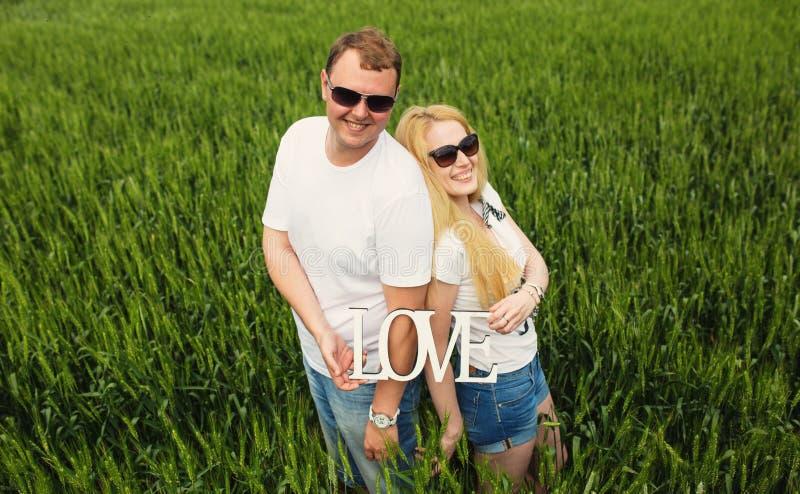 Download пары счастливые стоковое фото. изображение насчитывающей green - 41662862