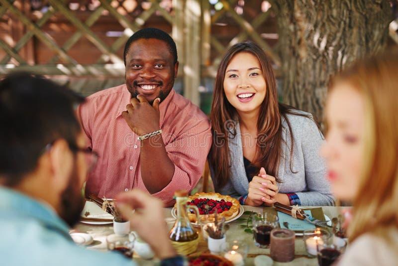 Пары таблицей благодарения стоковое фото rf
