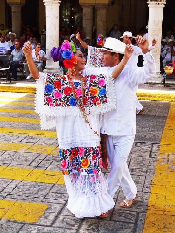 Пары танцев в Мериде Юкатане стоковое фото rf