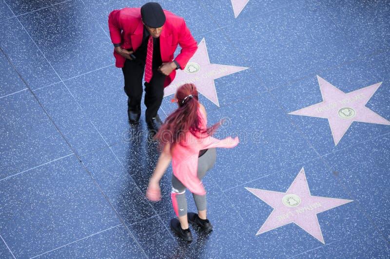 Пары танцев на Голливудских звездах стоковые фотографии rf