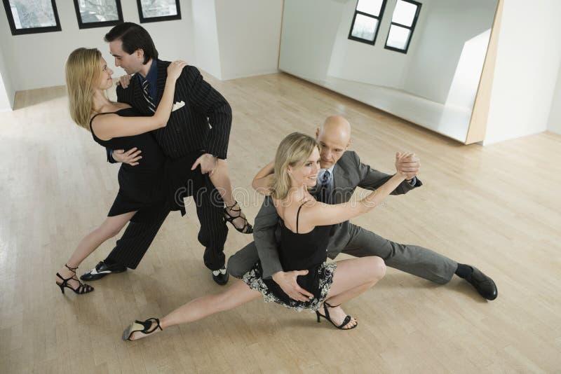 пары танцуя танго стоковые изображения rf