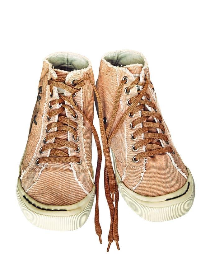 Пары ультрамодных ботинок спортзала изолированных на белой предпосылке стоковое изображение