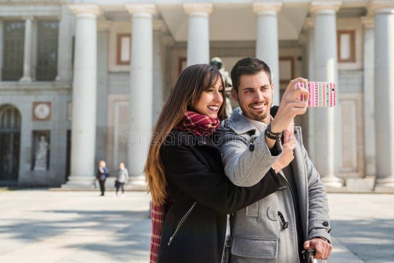 Пары фотографируя на музее Мадриде prado стоковое фото rf