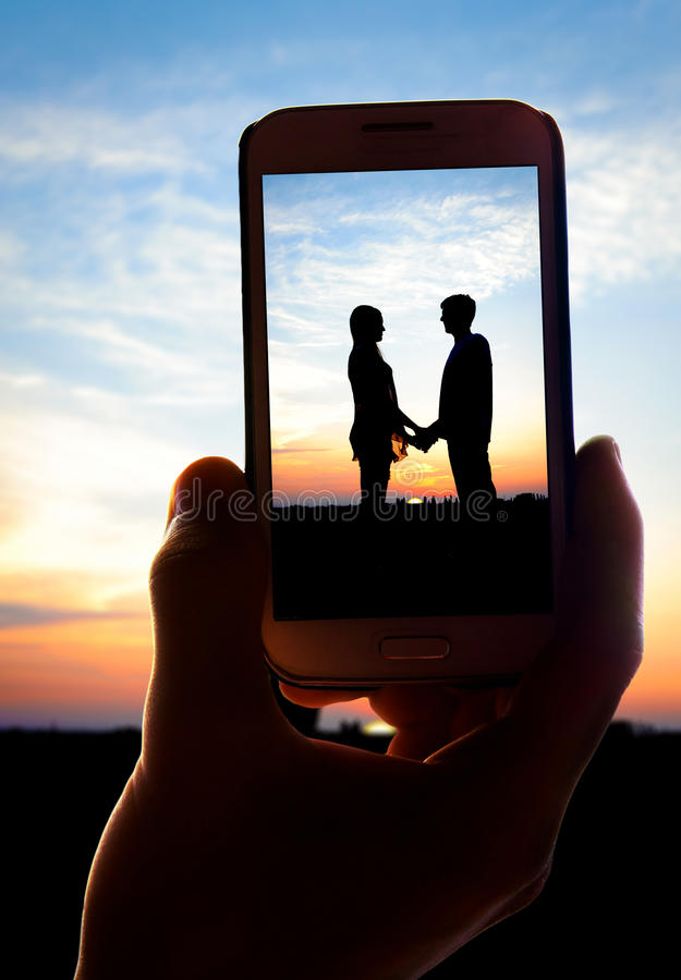 пары фото молодые в влюбленности стоковая фотография rf