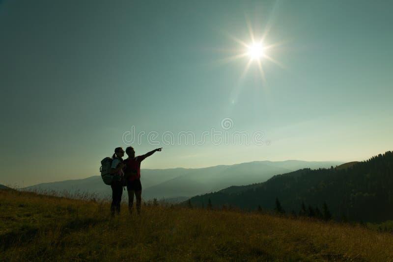 Пары hikers стоковые изображения rf