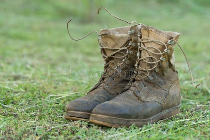 Пары hiking ботинки стоковое изображение rf
