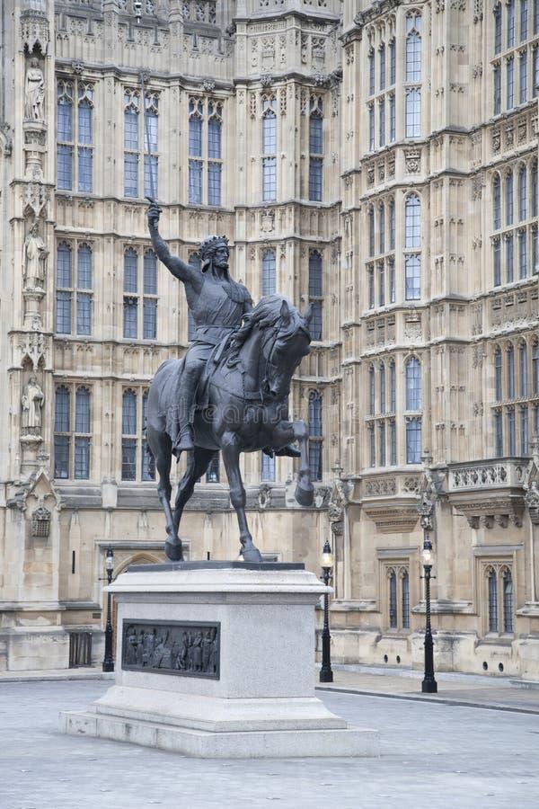 Парламент Великобритании с статуей Ричарда i и памятником, Westmin стоковое изображение rf