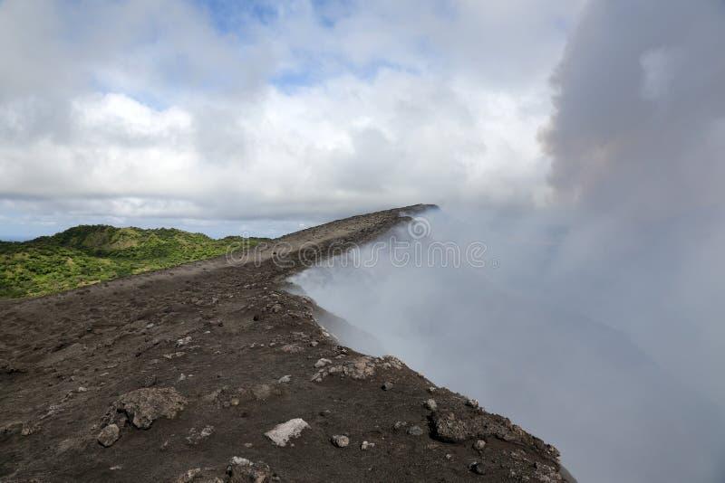 Пар вулкана Yasur, Вануату стоковые фотографии rf