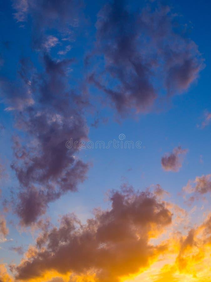 Пасмурное голубое небо от Taormina, Сицилии стоковые фотографии rf