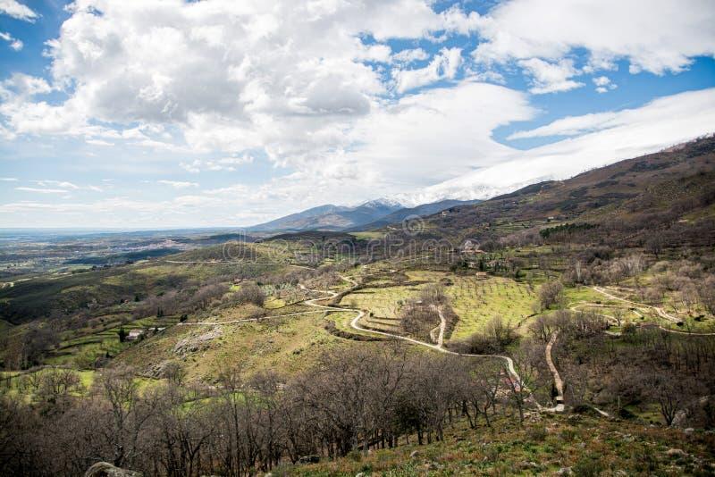 Пасмурные горы в эстремадуре, Испании стоковое фото rf