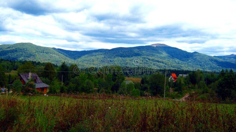 Пасмурный ландшафт польских гор стоковое фото rf