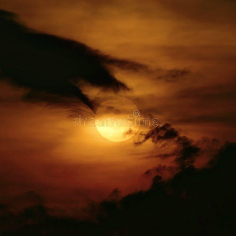пасмурный заход солнца стоковое изображение rf