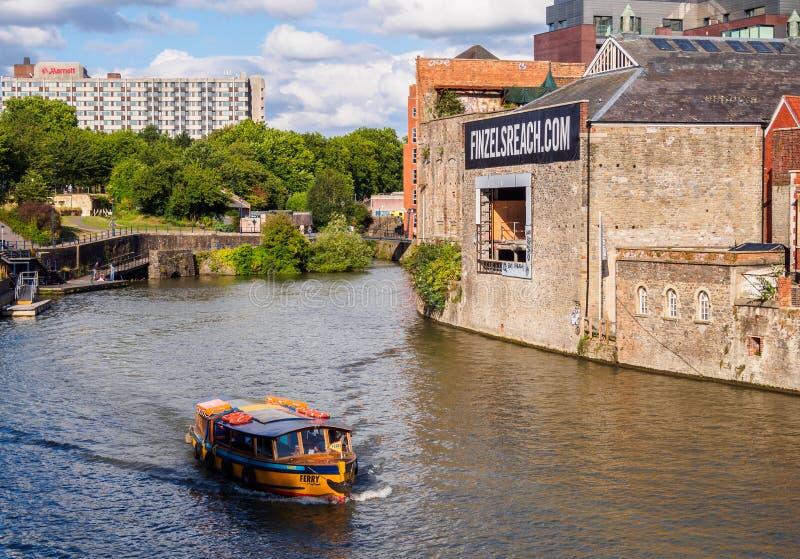 Пассажирский паром в гавани Бристоля стоковые фото