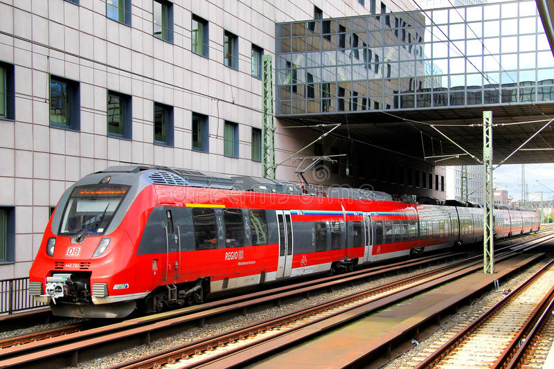 Пассажирский поезд DB Regio стоковые изображения