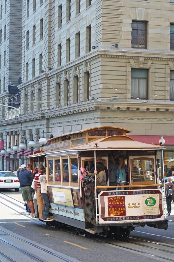 Download Пассажиры в фуникулере на Сан-Франциско Редакционное Стоковое Изображение - изображение насчитывающей тюрьма, улица: 41653269