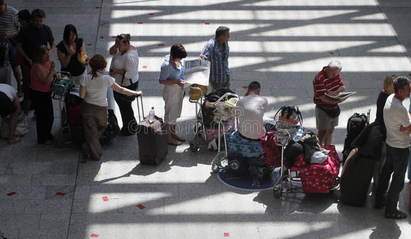 Пассажиры сели на мель авиапортом, который 026 стоковое изображение rf