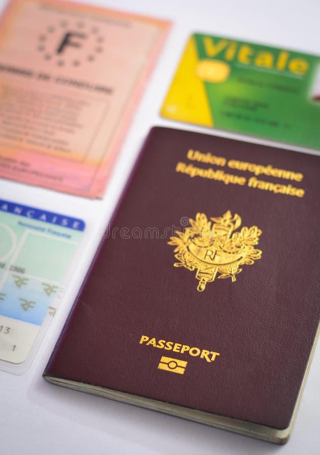 Пасспорт и другие бумага и карточки идентичности стоковая фотография rf