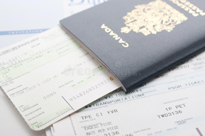 Пасспорт Канады с посадочным талоном стоковая фотография rf