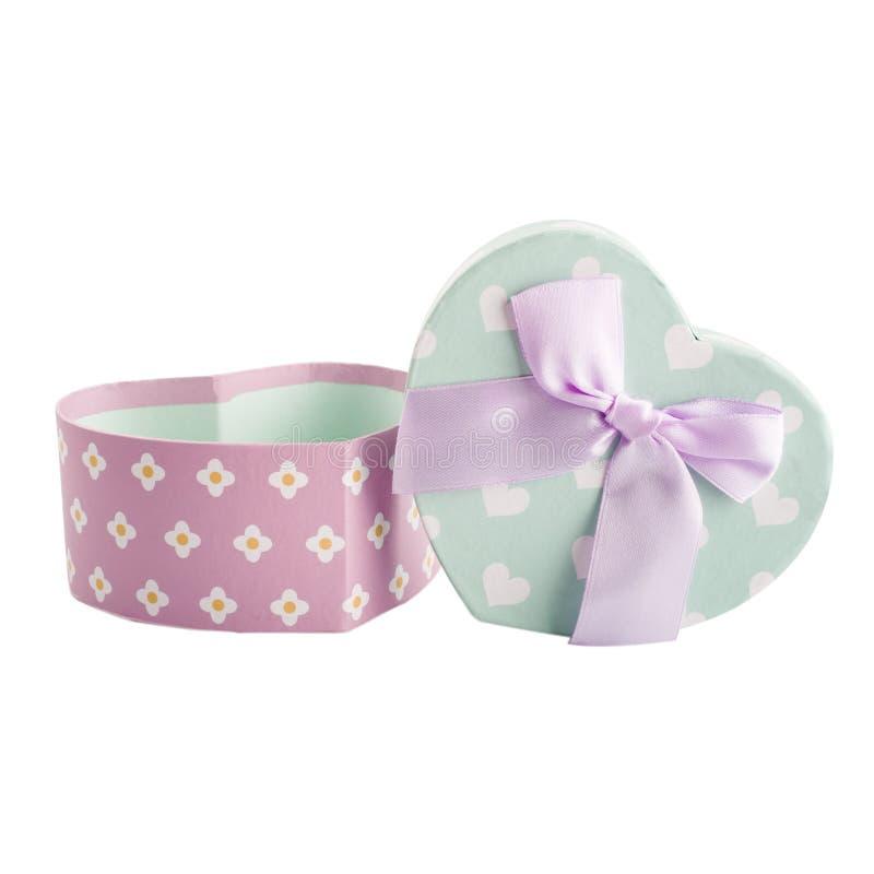 Пастельная зеленая подарочная коробка и розовый смычок стоковое фото