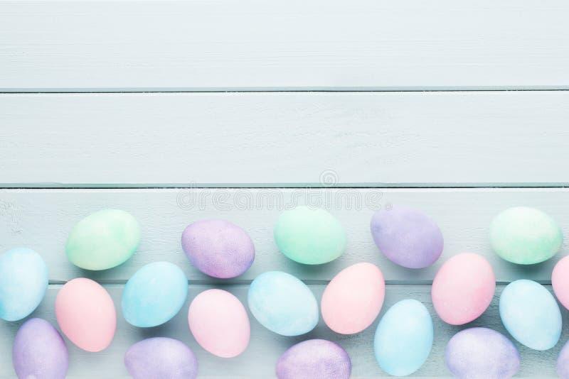 Пастельная предпосылка пасхальных яя Карточка весны greating стоковое фото