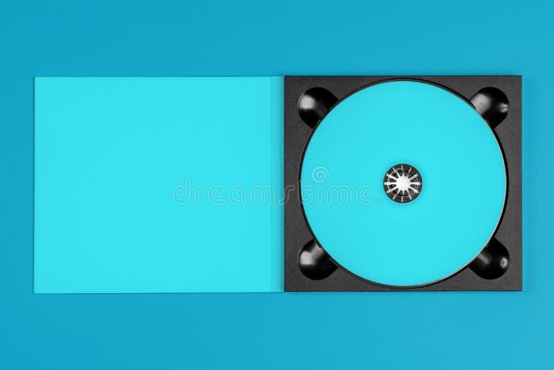 Пастельное голубое CD в случае если на пастельной голубой предпосылке стоковое изображение