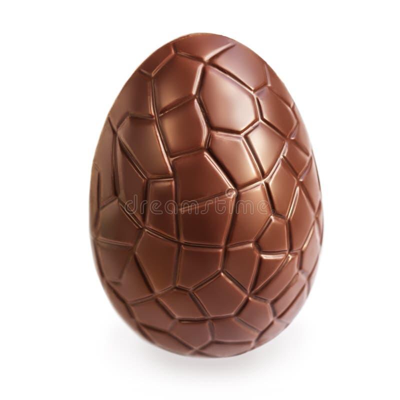 Пасхальное яйцо шоколада изолированное на белой предпосылке, конце вверх стоковые фотографии rf