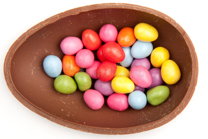 пасхальное яйцо шоколада половинное стоковое фото