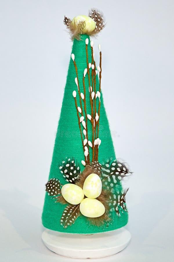 Пасхальные яйца на пирамиде ручной работы стоковая фотография rf