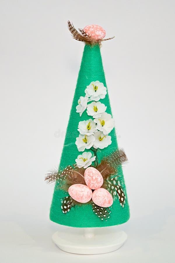 Пасхальные яйца на пирамиде ручной работы стоковое фото