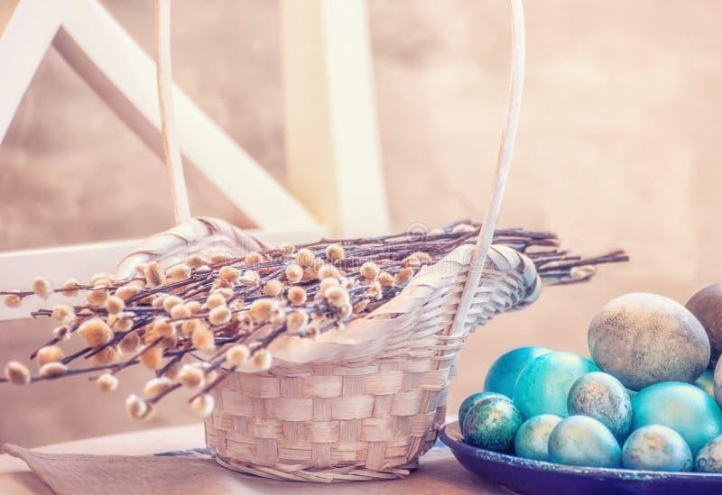 Пасха покрасила яйца стоковое изображение