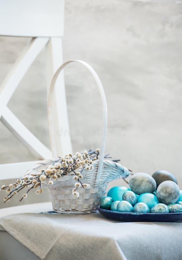 Пасха покрасила яйца стоковые изображения