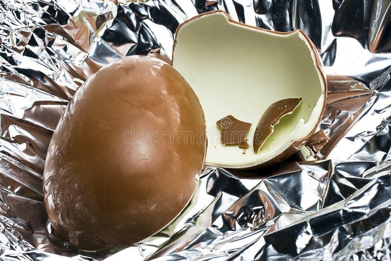 Пасхальное яйцо молочного шоколада стоковые фото
