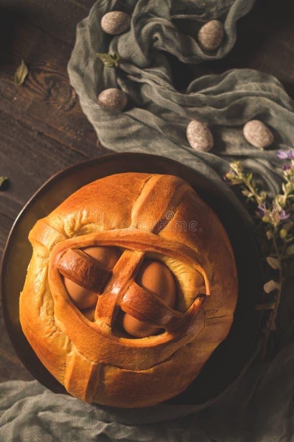 Пасха folar с яйцом стоковая фотография
