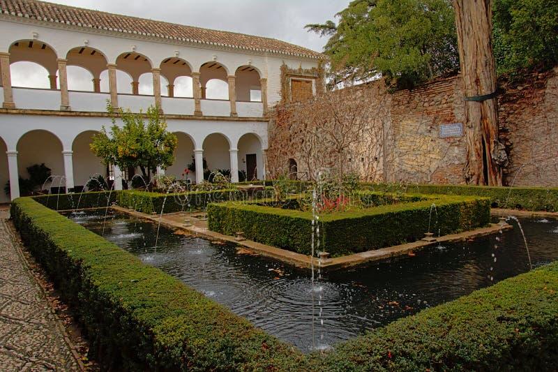 Патио palaca Generalife, Альгамбра, Гранады, Испании стоковые фото