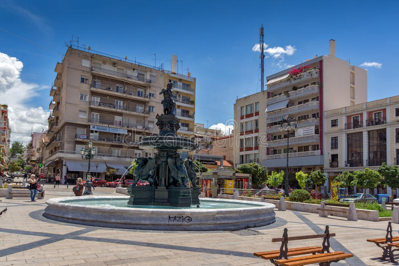 ПАТРАС, ГРЕЦИЯ 28-ОЕ МАЯ 2015: Панорамный взгляд квадрата короля Джордж i в Патрасе, Пелопоннесе, Греции стоковая фотография