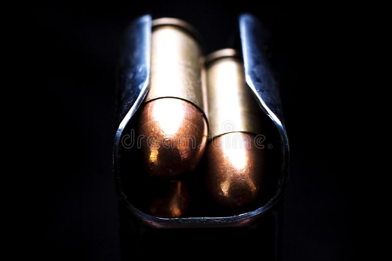 45 патронов пистолет-пулемета калибра в журнале коробки стоковые изображения