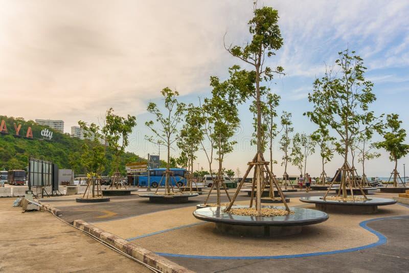 ПАТТАЙЯ, ТАИЛАНД - 20,2018 -ГО АПРЕЛЬ: Бали Hai это расслабляющая открытая площадка гавани стоковые изображения rf