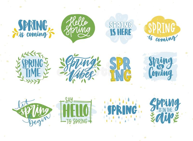 Пачка весны или фраз или лозунгов весеннего времени рукописной с каллиграфическими шрифтами и украшенной естественное сезонным иллюстрация штока