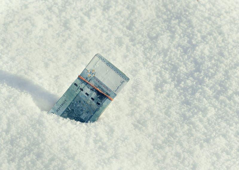 пачка сигарет на снегу фото были очень маленькими