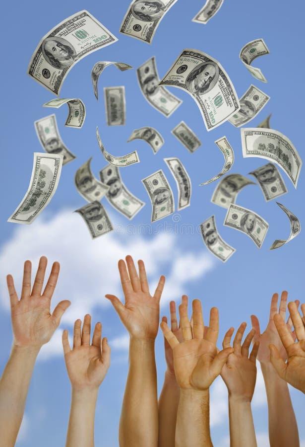 падая банкноты долларов стоковое фото