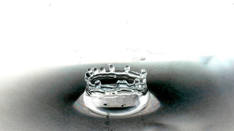 Падение и spalsh воды стоковое изображение rf